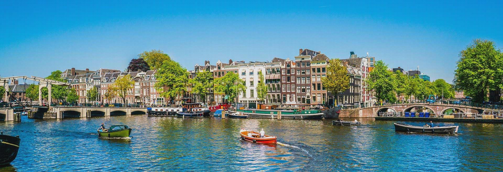 Amsterdam Gracht mit Booten