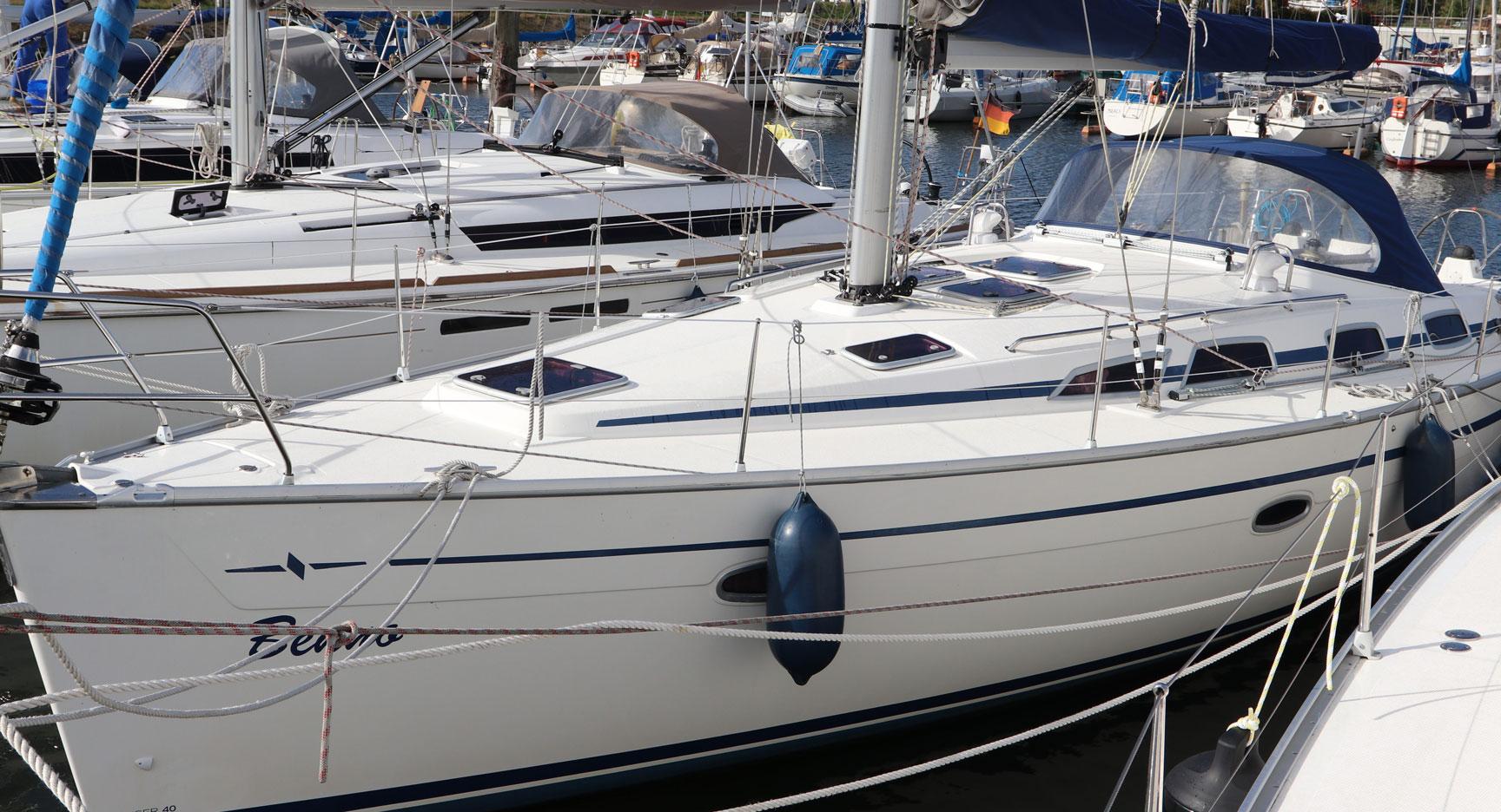 Benno's Backbord Ansicht - vom Bug nach Achtern - eine 40 Bavaria Cruiser