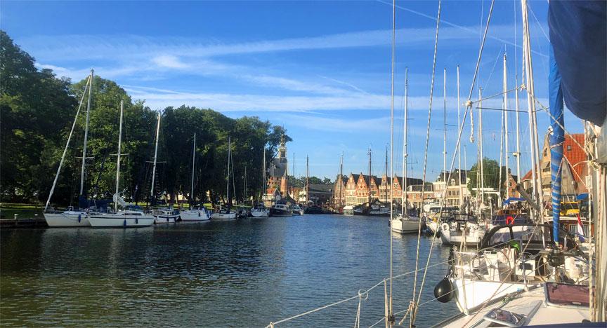 Horn Binnen Hafen, hier leigen die Boote im Päckchen